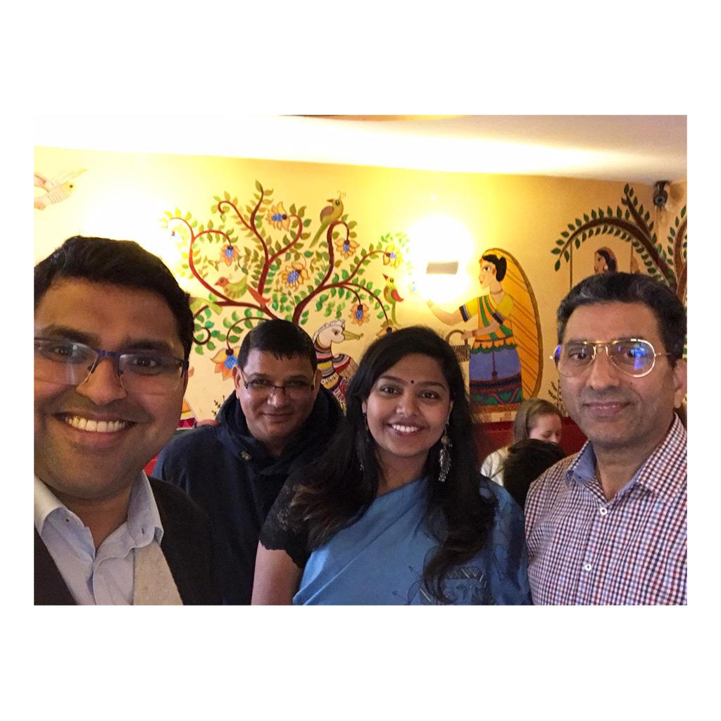 Herr Josan mit Consul General of Indien Hamburg und die künstlerin